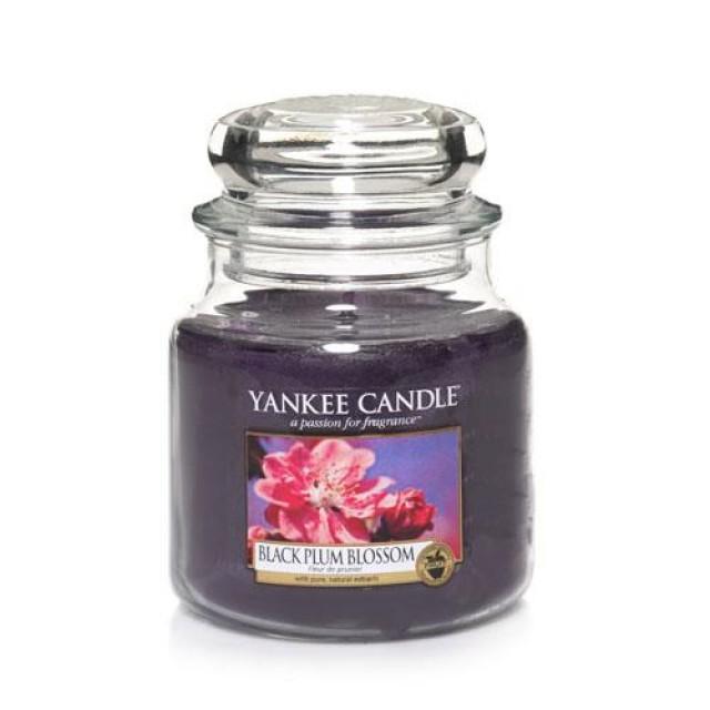Lumanare Parfumata Borcan Mediu Black Plum Blossom, Yankee Candle