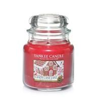 Lumanare Parfumata Borcan Mediu Candy Cane Lane, Yankee Candle