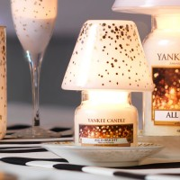 Set Cadou Lumanare Borcan Mic All is Bright si set accesorii Holiday Party, Yankee Candle