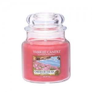 Lumanare Parfumata Borcan Mediu Garden by the Sea, Yankee Candle