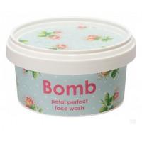Gel pentru curatarea fetei Petal Perfect, Bomb Cosmetics, 200ml