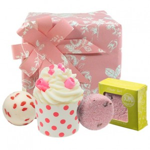 "Set cadou ""Pink Polkadot"", Bomb Cosmetics"