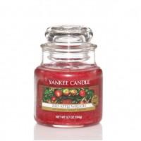 Lumanare Parfumata Borcan Mic Red Apple Wreath, Yankee Candle