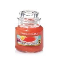 Lumanare Parfumata Borcan Mic Passion Fruit Martini, Yankee Candle