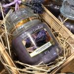Lumanare Parfumata Borcan Mediu Dried Lavender & Oak, Yankee Candle